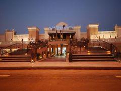 Отель Albatros Palace Hotel Resort & Spa: Центральный вход в отель.